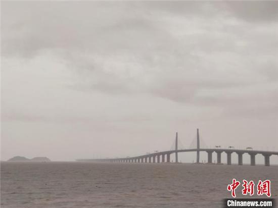 """星辉注册:受台风""""查帕卡""""影响 港珠澳大桥桥梁航道临时封闭(图2)"""